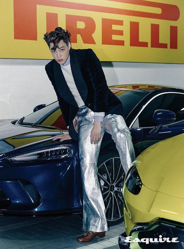 Kai (EXO) gây choáng với bộ ảnh tạp chí mới: Diện áo croptop khoe eo, mặc váy cùng phụ kiện bánh bèo sao cứ sai sai - Ảnh 6.