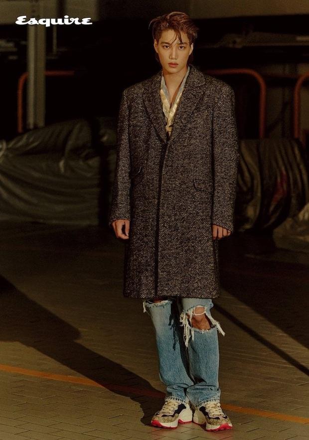 Kai (EXO) gây choáng với bộ ảnh tạp chí mới: Diện áo croptop khoe eo, mặc váy cùng phụ kiện bánh bèo sao cứ sai sai - Ảnh 7.