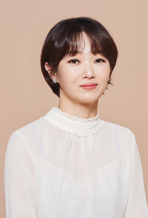 Im Si Wan, Shin Se Kyung đồng loạt tự cách ly, Sooyoung (SNSD) và cả đoàn phim dừng hoạt động vì nhân viên nhiễm COVID-19 - Ảnh 3.