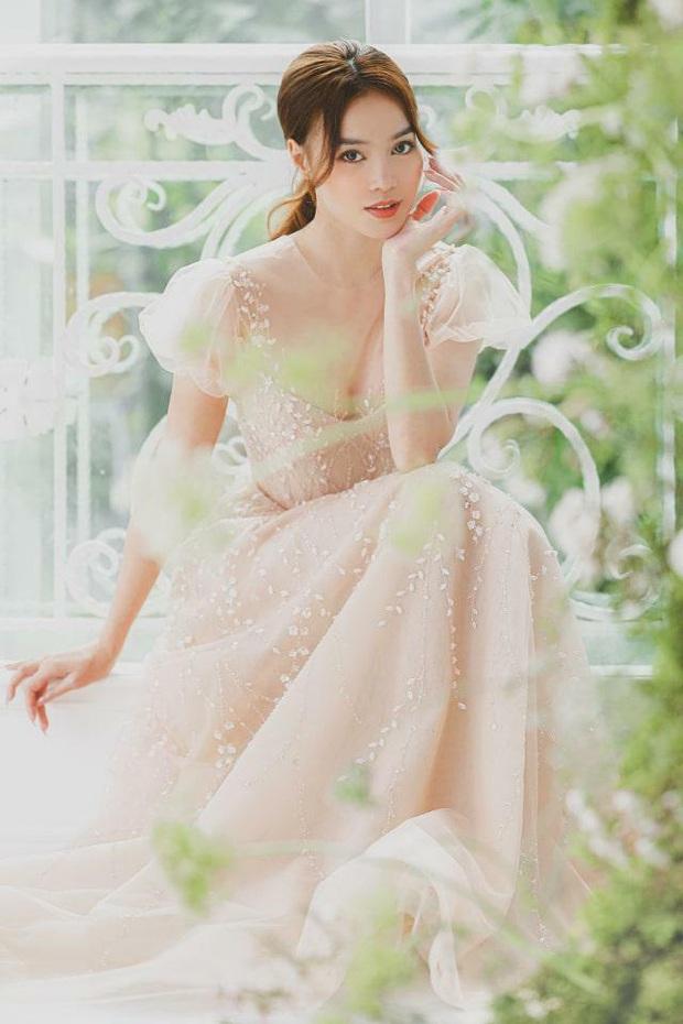 Clip hậu trường hé lộ visual đỉnh cao của Lan Ngọc khi diện váy cưới: Đẹp thế này liệu ai kia có liêu xiêu không nhỉ? - Ảnh 7.