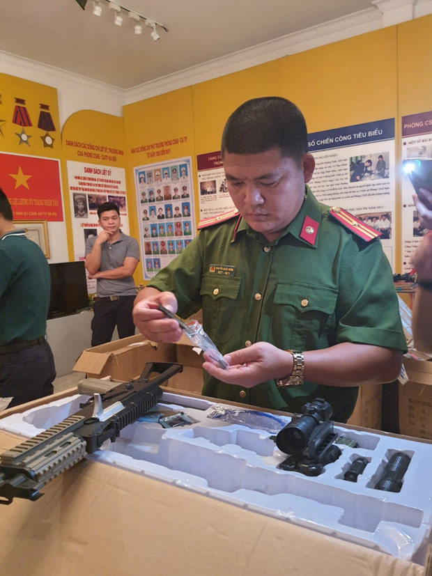 Thu giữ hàng trăm khẩu súng nhựa có tính sát thương cao - Ảnh 1.