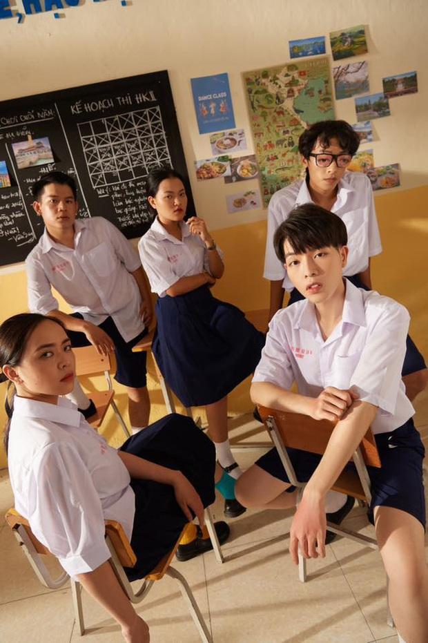 Ra MV bạc tỷ về thời học trò Việt nhưng lại mặc đồng phục Thái Lan, Đức Phúc khiến dân mạng đặt câu hỏi to đùng - Ảnh 4.