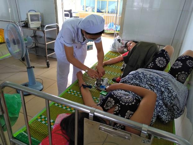 Sau tiệc cưới, hàng chục người ở Quảng Trị phải tức tốc vào viện  - Ảnh 1.