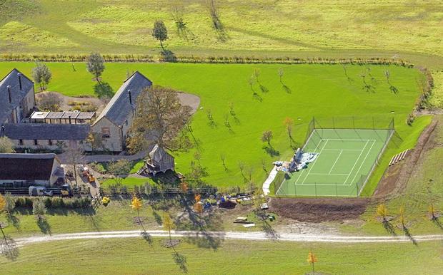 David Beckham gây tranh cãi vì xây hồ cho biệt thự 180 tỷ: Ảnh hưởng môi trường, khiến cả trăm công nhân phải nghỉ việc - Ảnh 5.