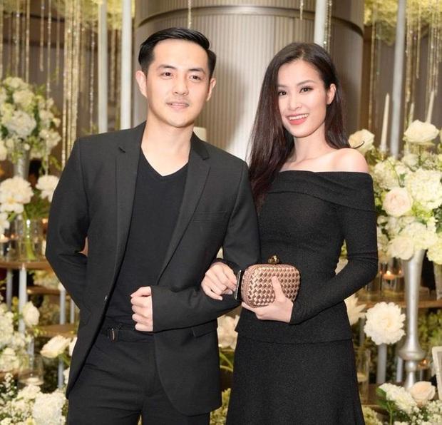 12 bộ váy áo đẹp nhất của sao Vbiz khi dự đám cưới: Đến Ngọc Trinh cũng không dám hở bạo mà nhường sân cho chị gái tỏa sáng - Ảnh 15.