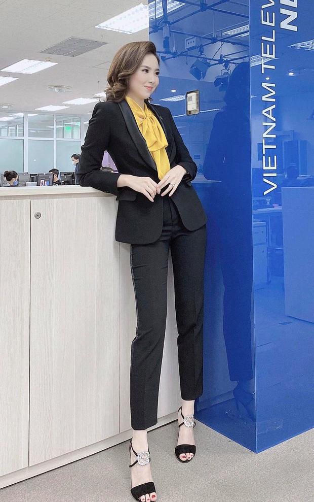 Nhìn MC Mai Ngọc là ra được nhiều ý tưởng diện lại đồ cũ mà vẫn ghi điểm mặc đẹp trong ngày giao mùa - Ảnh 3.