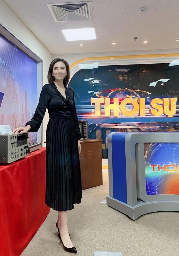 Nhìn MC Mai Ngọc là ra được nhiều ý tưởng diện lại đồ cũ mà vẫn ghi điểm mặc đẹp trong ngày giao mùa - Ảnh 6.