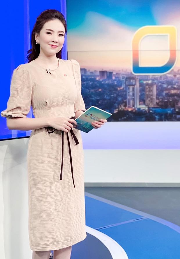 Nhìn MC Mai Ngọc là ra được nhiều ý tưởng diện lại đồ cũ mà vẫn ghi điểm mặc đẹp trong ngày giao mùa - Ảnh 7.