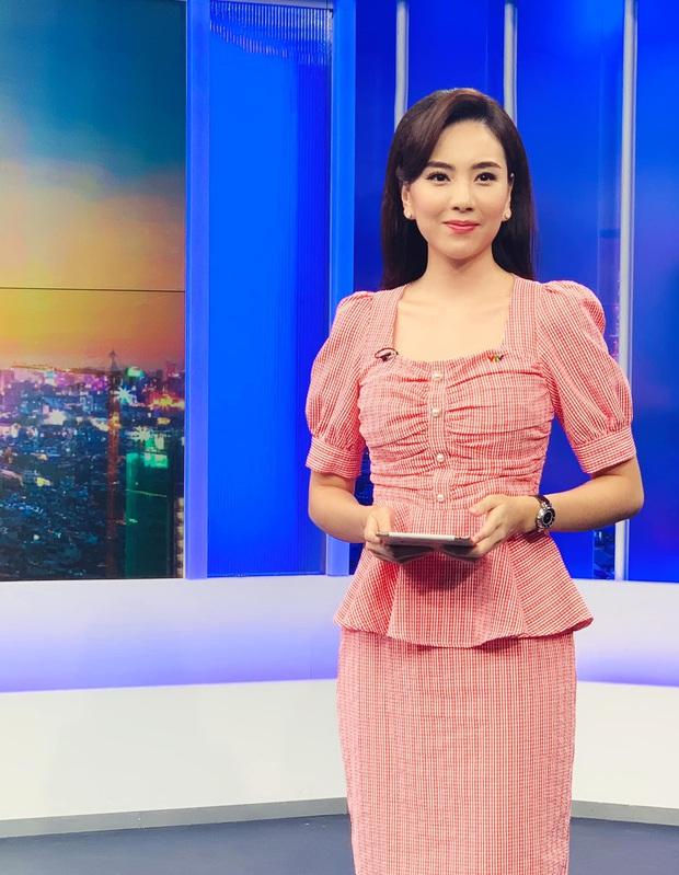 Nhìn MC Mai Ngọc là ra được nhiều ý tưởng diện lại đồ cũ mà vẫn ghi điểm mặc đẹp trong ngày giao mùa - Ảnh 10.