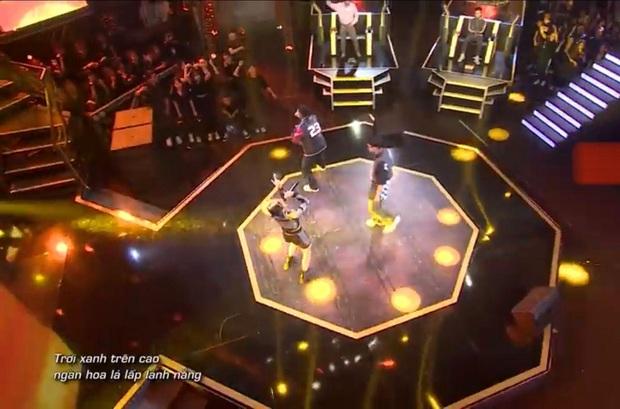 Tlinh gây ấn tượng mạnh ở vòng Đối đầu Rap Việt nhưng lại hát sai lời ca khúc gốc - Ảnh 4.