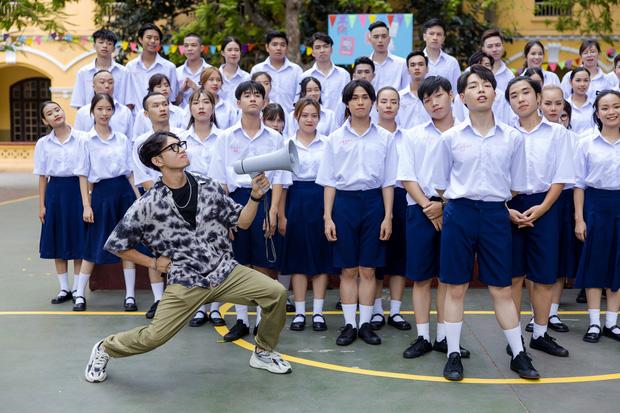 Đức Phúc miệt mài tập nhảy bao lâu cuối cùng cũng trổ tài trong MV, kĩ tính đến mức Quang Đăng khó chịu vì bị chỉnh sửa vũ đạo - Ảnh 9.