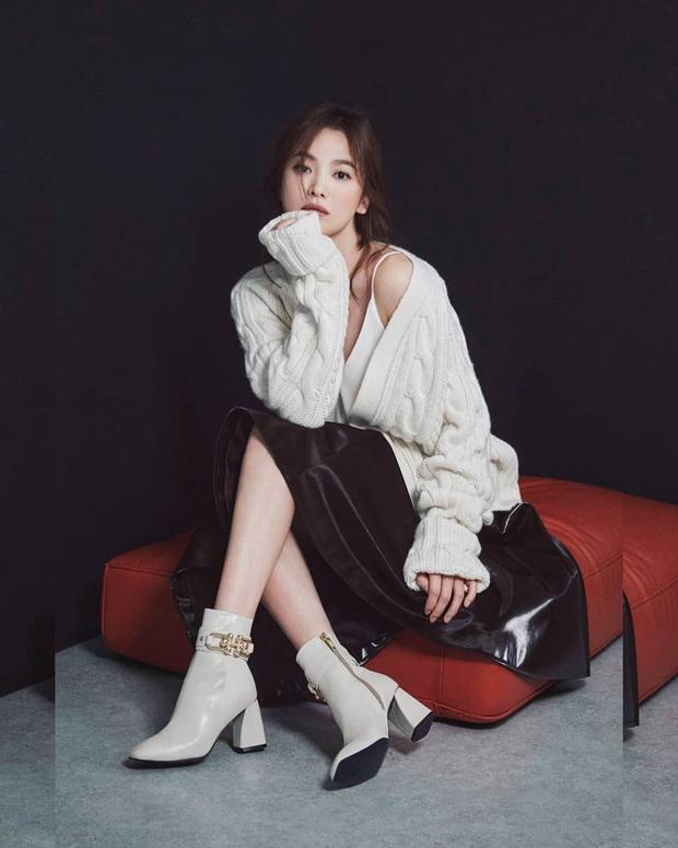 Ly hôn Song Joong Ki, Song Hye Kyo thăng hạng nhan sắc ngoạn mục: Vừa tung bộ ảnh đã gây sốt, đôi chân sao đỉnh thế này? - Ảnh 2.