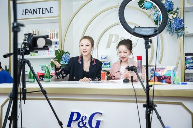 Phạm Gia, Dương Mịch, Angela Baby đổ xô đi livestream bán hàng: Người gây choáng vì doanh thu khủng, người lại hơi fail - Ảnh 3.