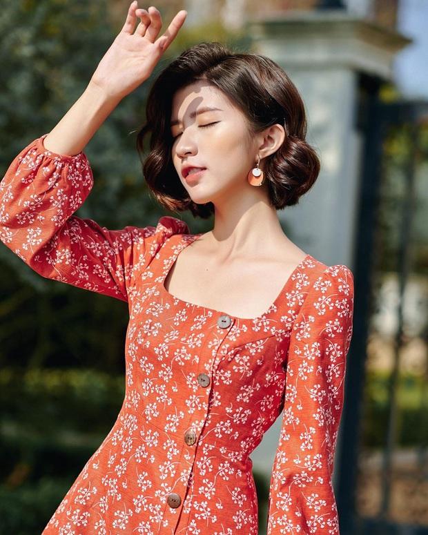 Để mặc đẹp không trượt phát nào thì nhất định phải sắm váy hoa nhí dài tay, diện dịp giao mùa là chuẩn bài - Ảnh 3.