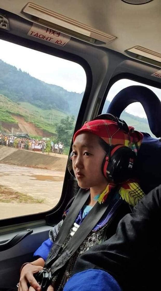 Nữ sinh người H'Mông đầu tiên của Mù Cang Chải được ngắm mùa vàng bằng trực thăng vì thành tích học xuất sắc  - Ảnh 1.