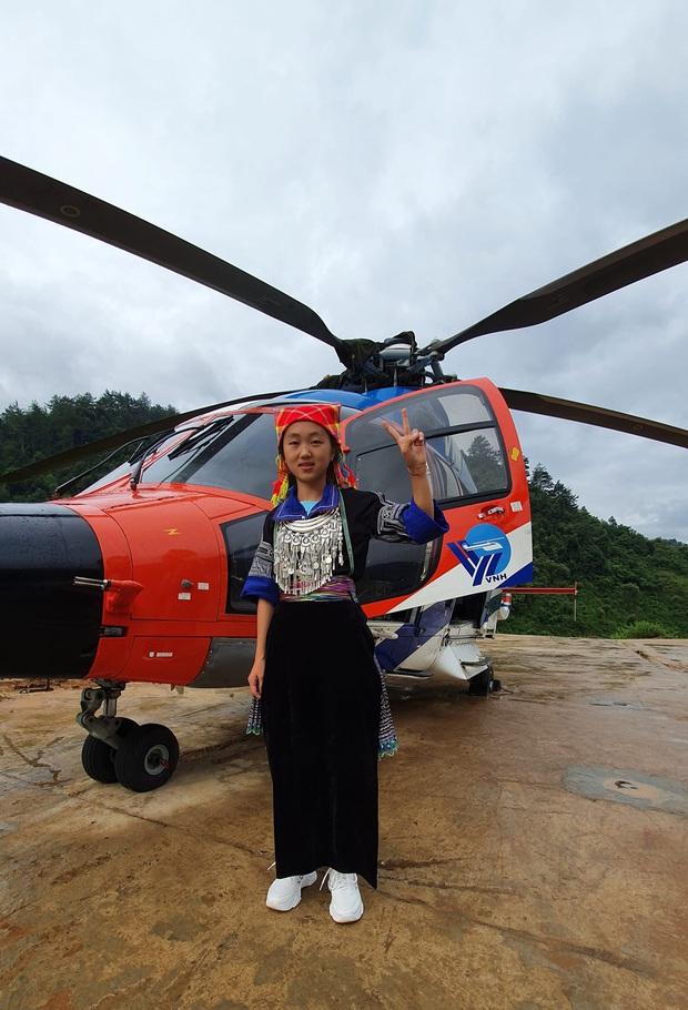Nữ sinh người H'Mông đầu tiên của Mù Cang Chải được ngắm mùa vàng bằng trực thăng vì thành tích học xuất sắc  - Ảnh 2.