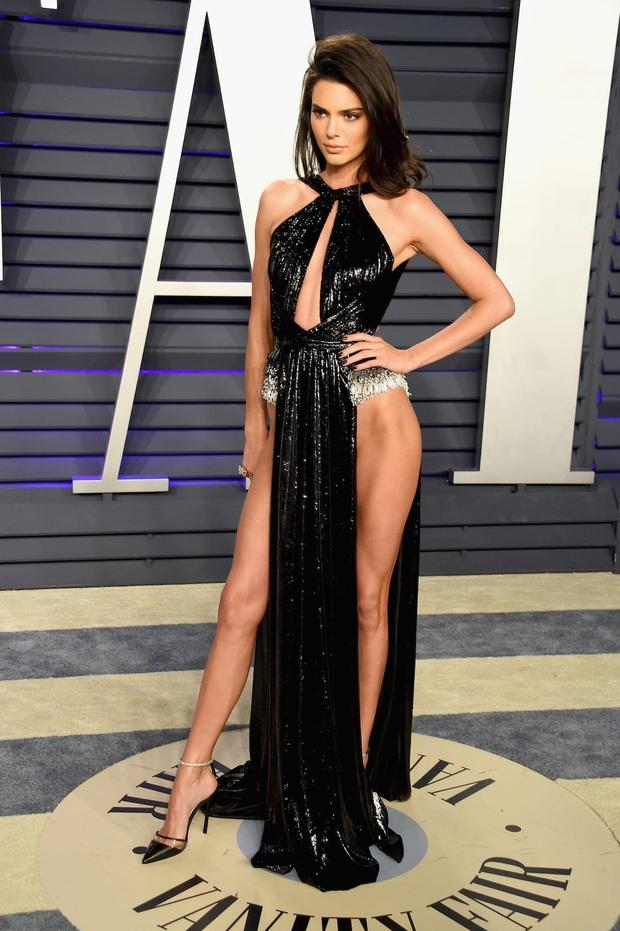 Ai ghét mặc kệ, các quái nữ nhà Kardashian-Jenner thực sự khuấy đảo thời trang thế giới theo những cách chẳng ngờ tới - Ảnh 15.