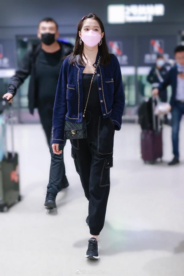 Đụng áo Jennie đã mặc từ 1 năm trước, Quan Hiểu Đồng lên đồ an toàn vẫn bị chê như mặc hàng chợ - Ảnh 5.
