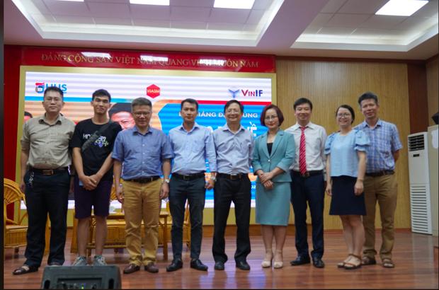 GS. Ngô Bảo Châu: Shock khi nhận bảng lương đầu tiên, không đủ tiền mua chiếc vé máy bay về Việt Nam - Ảnh 4.