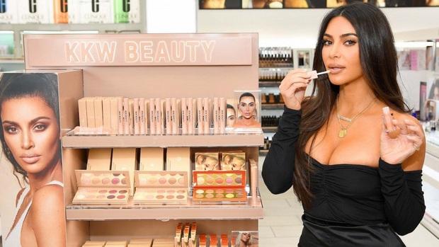 Ai ghét mặc kệ, các quái nữ nhà Kardashian-Jenner thực sự khuấy đảo thời trang thế giới theo những cách chẳng ngờ tới - Ảnh 8.