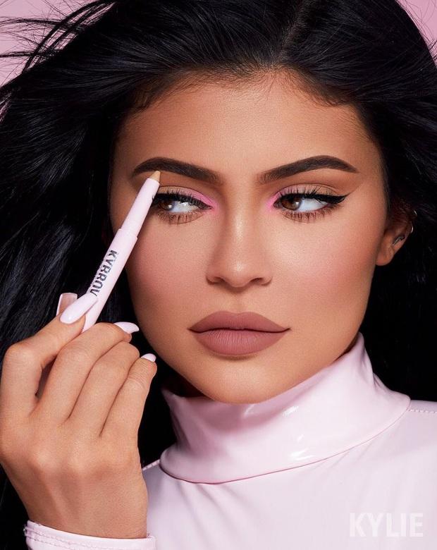 Ai ghét mặc kệ, các quái nữ nhà Kardashian-Jenner thực sự khuấy đảo thời trang thế giới theo những cách chẳng ngờ tới - Ảnh 10.