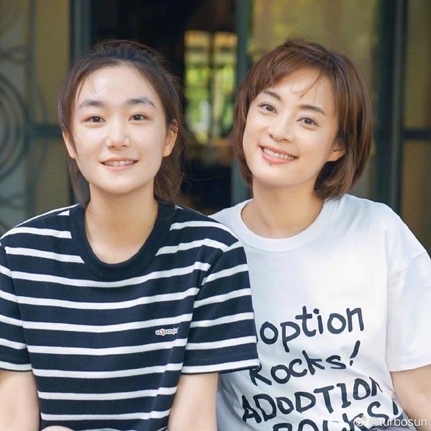 Em gái cùng cha khác mẹ của Tôn Lệ tiếp tục gây bão MXH: Thành tích học tập hơn hẳn chị, nhan sắc được khen ngợi hết lời - Ảnh 2.