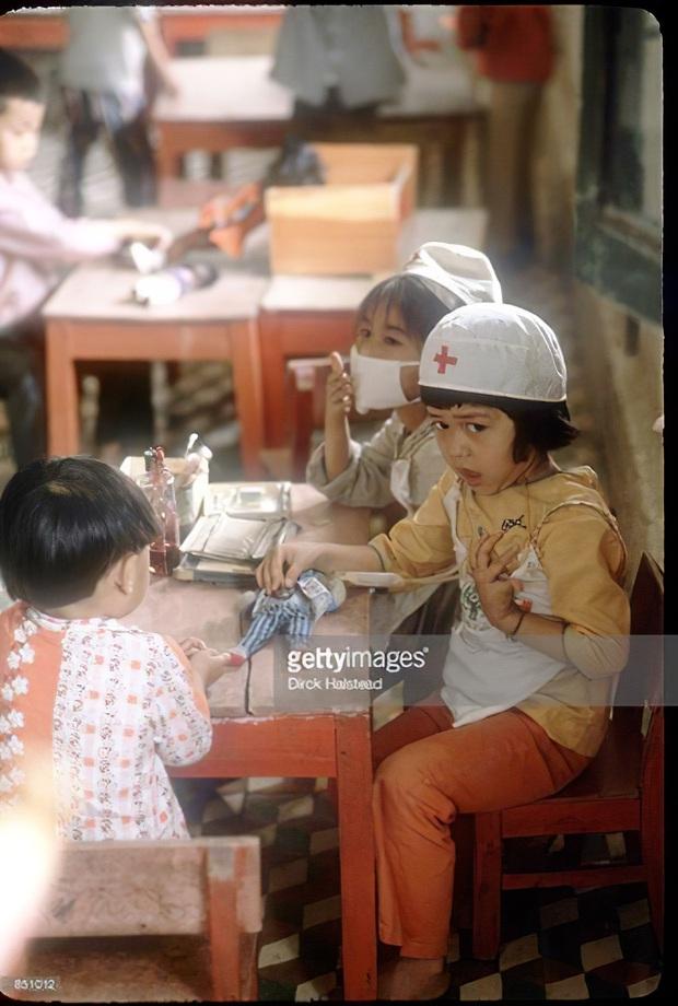Chùm ảnh quý về thời học sinh 50 năm trước của ông cha ta: Khi chưa có công nghệ, niềm vui thật trọn vẹn - Ảnh 6.