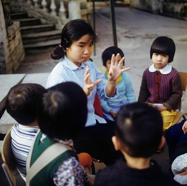 Chùm ảnh quý về thời học sinh 50 năm trước của ông cha ta: Khi chưa có công nghệ, niềm vui thật trọn vẹn - Ảnh 8.
