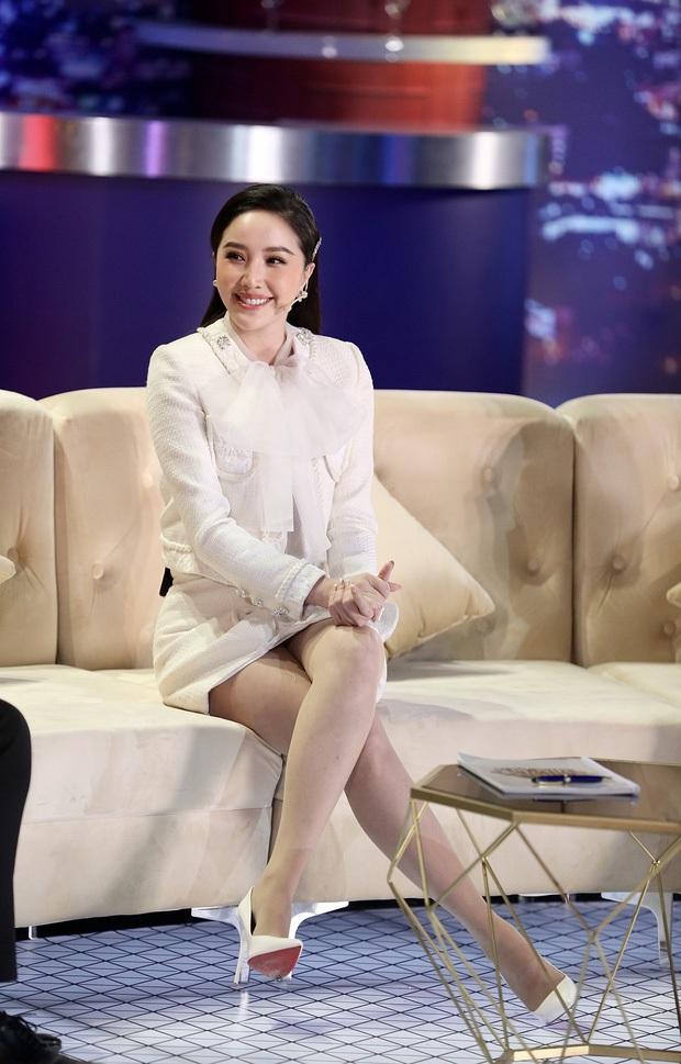 Cách ngồi khi diện váy ngắn: Bảo Thy, Hương Giang suýt hớ hênh, kỹ năng thượng thừa phải kể đến Công nương Diana - Ảnh 1.