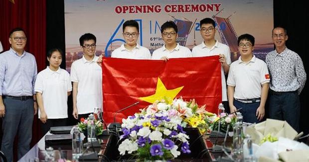 Học sinh Việt Nam liên tục giành huy chương tại các kỳ thi Olympic quốc tế - Ảnh 1.