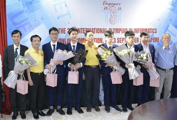 Học sinh Việt Nam liên tục giành huy chương tại các kỳ thi Olympic quốc tế - Ảnh 2.