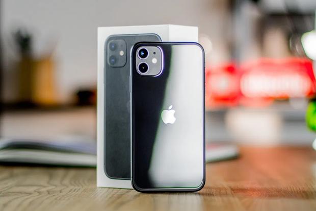 Công nhân Trung Quốc lắp ráp iPhone 12 xuyên Trung thu để kịp ngày ra mắt - Ảnh 3.
