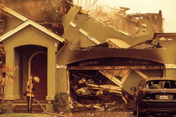 Cháy rừng tại California, 50.000 người phải sơ tán - Ảnh 6.