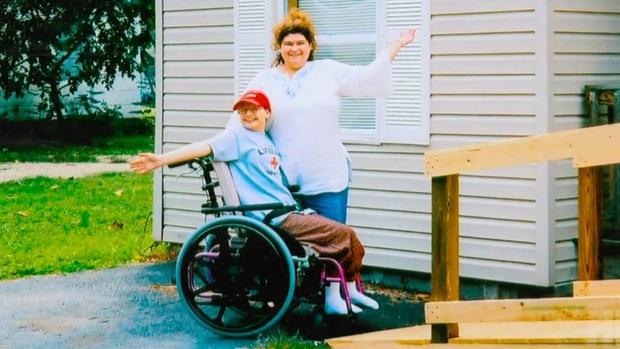 Mẹ vừa qua đời, con gái bại liệt bỗng đứng lên đi lại bình thường, hé lộ chân tướng vụ án con giết mẹ với dòng thông báo rợn người trên MXH - Ảnh 6.