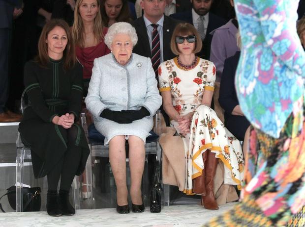 Cách ngồi khi diện váy ngắn: Bảo Thy, Hương Giang suýt hớ hênh, kỹ năng thượng thừa phải kể đến Công nương Diana - Ảnh 9.