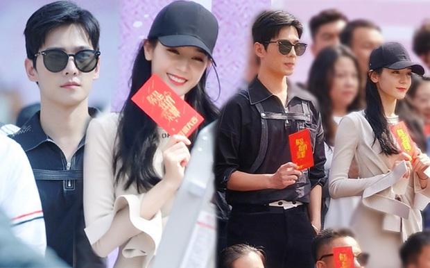 Clip xôn xao Weibo: Địch Lệ Nhiệt Ba hoảng loạn tột độ ngay giữa sự kiện, khiến Dương Dương cũng phải ngơ ngác - Ảnh 2.