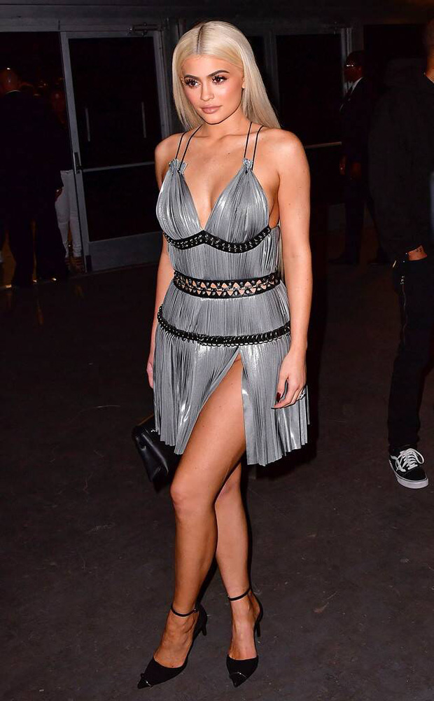 Ai ghét mặc kệ, các quái nữ nhà Kardashian-Jenner thực sự khuấy đảo thời trang thế giới theo những cách chẳng ngờ tới - Ảnh 4.