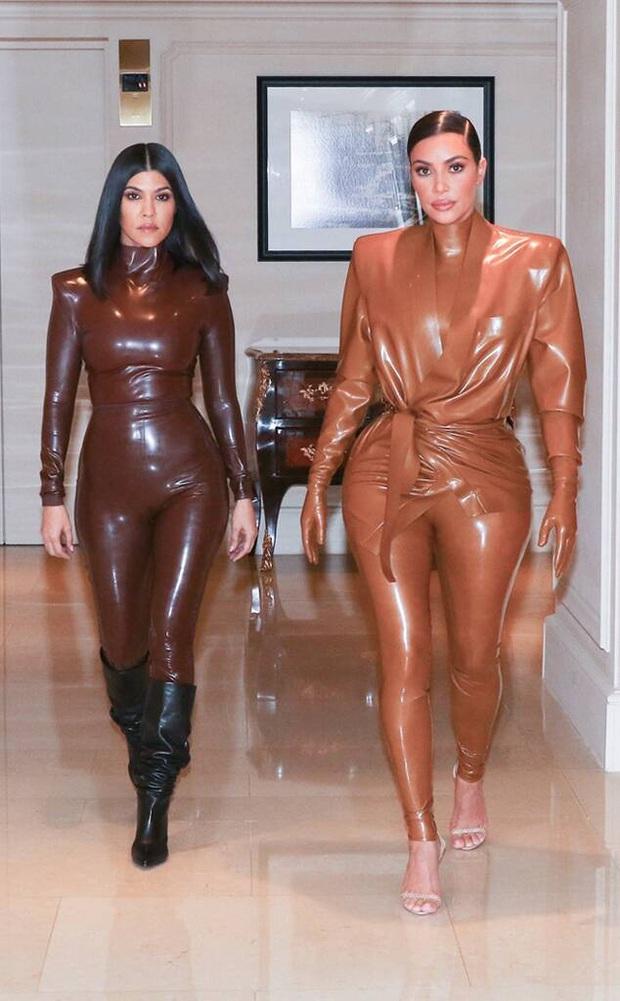 Ai ghét mặc kệ, các quái nữ nhà Kardashian-Jenner thực sự khuấy đảo thời trang thế giới theo những cách chẳng ngờ tới - Ảnh 11.