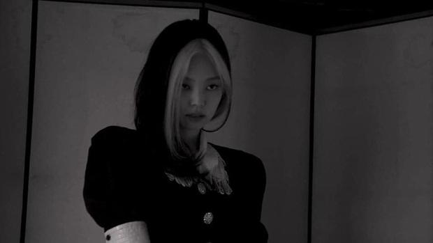 Tưởng bị tóc Dương Quá dìm, Jennie (BLACKPINK) phản đòn với bộ ảnh khiến người qua đường cũng phải... ngừng thở - Ảnh 16.