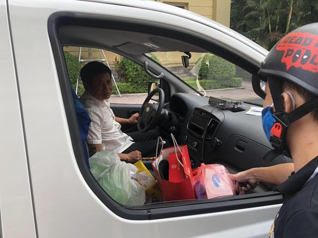 Ảnh, clip: Chuyến xe cứu thương chở bệnh nhân nghèo của ông Đoàn Ngọc Hải dừng chân tại Hà Nội - Ảnh 7.