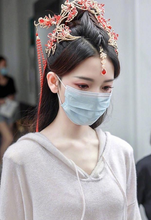 Bị ném đá chuyện đưa nữ phụ đam mỹ lên làm nữ chính ngôn tình, biên kịch Hạo Y Hành phải lên tiếng thề độc - Ảnh 2.