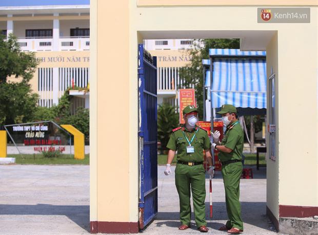 Thi tốt nghiệp THPT Quốc gia đợt 2: 26.000 sĩ tử bước vào môn Ngữ văn - Ảnh 10.