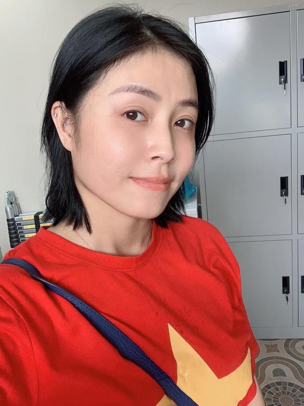MC Hoàng Linh khoe mặt mộc đẹp không tì vết, lão hoá ngược với khi makeup cầu kì - Ảnh 1.
