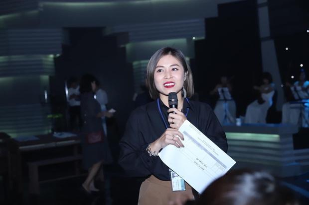 MC Hoàng Linh khoe mặt mộc đẹp không tì vết, lão hoá ngược với khi makeup cầu kì - Ảnh 4.