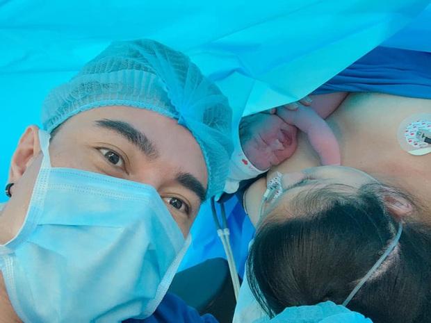 Mới sinh con được 1 ngày, bà xã Lê Dương Bảo Lâm đã khóc nức nở làm chồng phải hết mực dỗ dành - Ảnh 5.