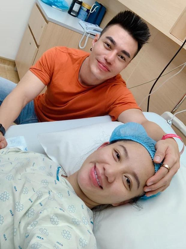 Mới sinh con được 1 ngày, bà xã Lê Dương Bảo Lâm đã khóc nức nở làm chồng phải hết mực dỗ dành - Ảnh 4.