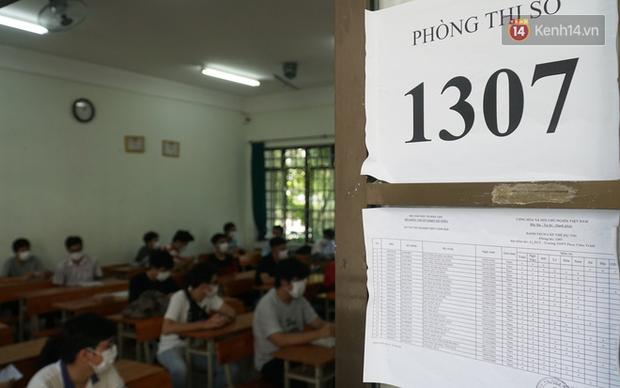 Thi tốt nghiệp THPT Quốc gia đợt 2: 26.000 sĩ tử bước vào môn Ngữ văn - Ảnh 25.