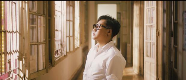 Trung Quân comeback sau 3 năm bằng MV đam mỹ, hát rất tình cảm nhưng lại nhận ý kiến trái chiều - Ảnh 10.