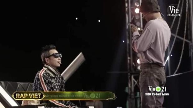 1 bức ảnh hậu trường Rap Việt nhưng quá nhiều thứ để bàn tán: Binz - Suboi đã thay đổi, gian tình giữa Wowy - Karik đáng chú ý - Ảnh 3.