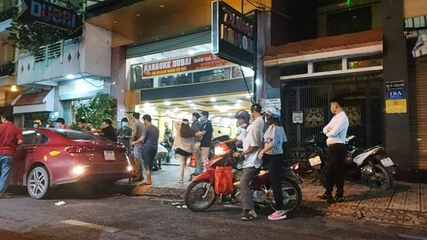 Bắt 5 giang hồ, thu 2 khẩu súng và nhiều ma tuý trong vụ hỗn chiến tại quán karaoke Dubai ở Sài Gòn - Ảnh 1.